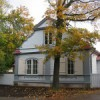 Roheline Aas 1 - restaureeritud hoone puitkonstruktsioon, fassaadi laudis ja rekonstrueeritud põlengu eelne frontoon
